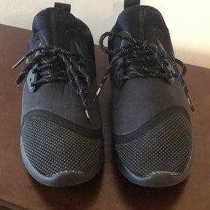 Women's Nike Lunarcharge Sneakers